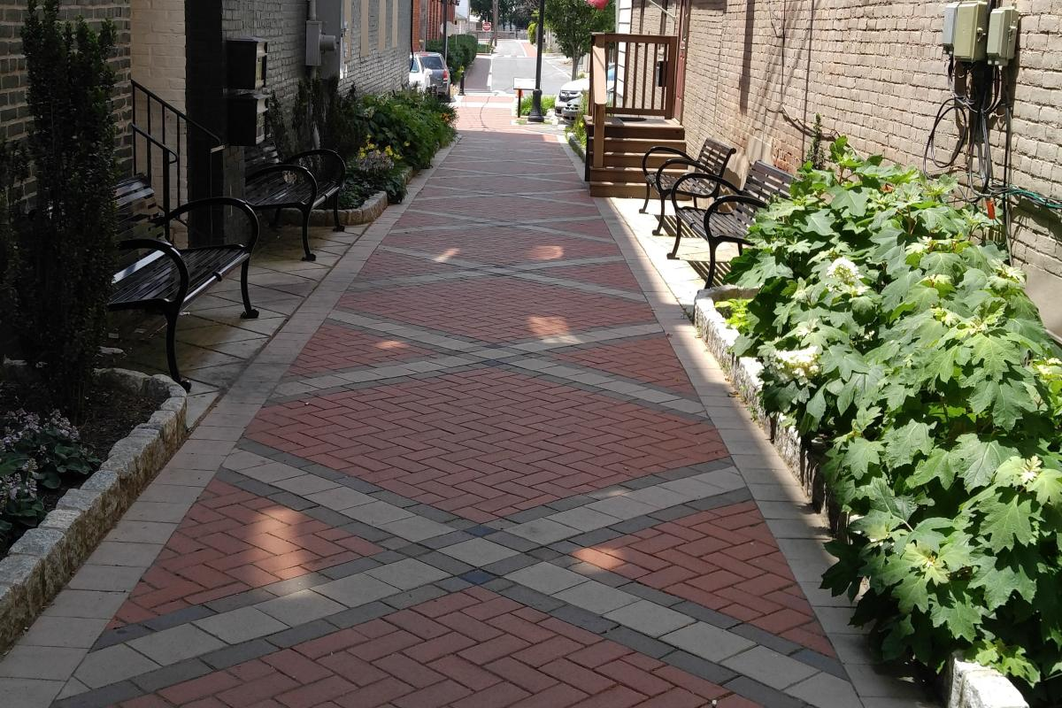 Pathway coming up to Market Street